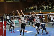 Volleyball: 1. Bundesliga, SVG Lueneburg - VSG Coburg / Grub, Lueneburg, 10.02.2016<br /> Steven Marshall (Lüneburg, l.)<br /> © Torsten Helmke