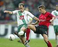 Fotball. 23. oktober 2004, <br /> Bundesliga SV Werder Bremen - 1. FC Nürnberg<br /> v.l. Fabian Ernst Bremen, Marek Mintal