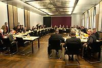 10 DEC 2003, BERLIN/GERMANY:<br /> Uebersicht Sitzungssaal, Sitzung des Vermittlungsausschusses, Rechts: Peer Steinbrueck, SPD, Ministerpraesident Nordrhein-Westfalen, Matthias Platzeck, SPD, Ministerpraesident Brandenburg, und Gernot Mittler, SPD, Finanzminister Rheinland-Pfalz, (v.L.n.R.), vor Beginn der Sitzung, Bundesrat<br /> IMAGE: 20031210-01-047<br /> KEYWORDS: Übersicht, Peer Steinbrück,