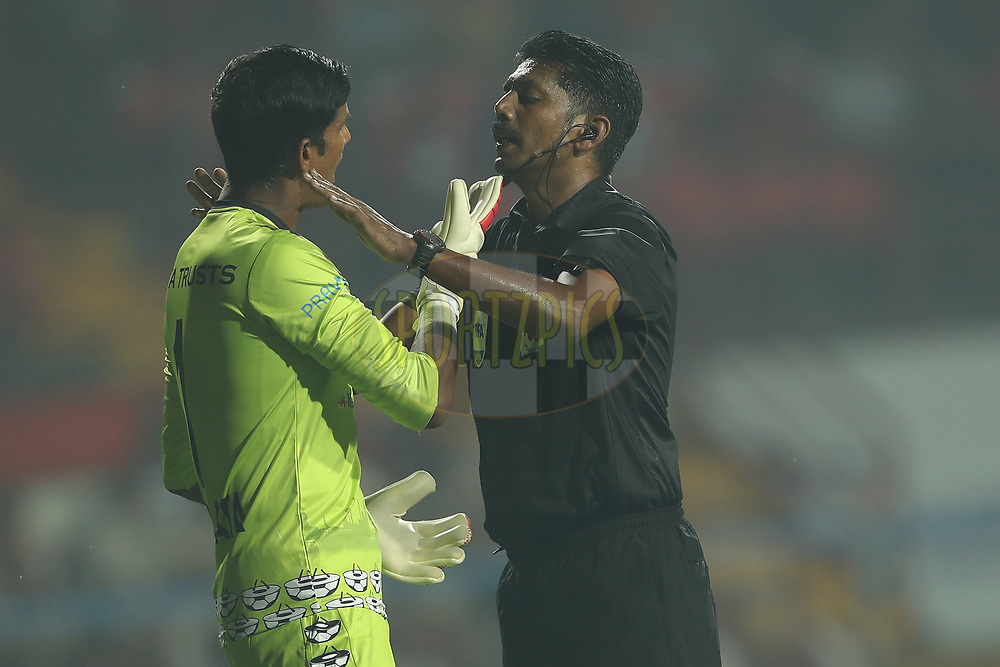 The referee has a word with Subrata Paul Goalkeeper of Jamshedpur FC during match 25 of the Hero Indian Super League 2018 ( ISL ) between Jamshedpur FC and FC Goa held at JRD Tata Sports Complex, Jamshedpur, India on the 1st November  2018<br /> <br /> Photo by: Ron Gaunt /SPORTZPICS for ISL