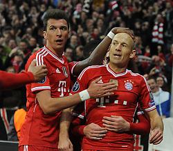 09-04-2014 GER: UEFA CL FC Bayern Munchen - Manchester United, Munchen<br /> Freude bei Mario Mandzukic (FC Bayern Muenchen) und Arjen Robben (FC Bayern Muenchen) nach dessen Tor zum 3:1  // during the UEFA Champions League Round of 8, 2nd Leg match  <br /> **** NETHERLANDS ONLY ****