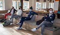 BLOEMENDAAL -  coach Rick Mathijssen (Bldaal), Jorrit Croon (Bldaal) wachten. Corona sneltest bij de heren van Bloemendaal , 2 uur voor de oefenwedstrijd tegen Pinoke H1.   COPYRIGHT KOEN SUYK