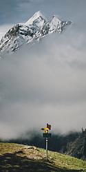 THEMENBILD - ein gelber Wegweiser am Plateau des Bürgkogel im Sonnenschein, dahinter ragt das Kitzsteinhorn aus dem Nebel, aufgenommen am 30. April 2020, Kaprun, Österreich // a yellow signpost on the plateau of the Bürgkogel in the sunshine, behind it the Kitzsteinhorn rises from the fog on 2020/04/30, Kaprun, Austria. EXPA Pictures © 2020, PhotoCredit: EXPA/ Stefanie Oberhauser
