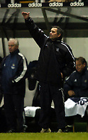 Fotball<br /> FA-cup 2005<br /> Newcastle v Chelsea<br /> 20. februar 2004<br /> Foto: Digitalsport<br /> NORWAY ONLY<br /> Chelsea manager Jose Mourinho pays the price of making three substitutions at half time as Wayne Bridge's injury shortly after leaves his team a man short.