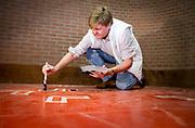 Koninklijke Familie neemt deel aan NLdoet, de landelijke vrijwilligersdagen van het Oranje Fonds. // Royal Family participates in NLdoet, the national volunteer days of the Orange Fund.<br /> <br /> Op de foto / On the photo:  Koning Willem-Alexander helpt bij het verven van het dorpshuis //// King Willem-Alexander helps with painting the townhouse