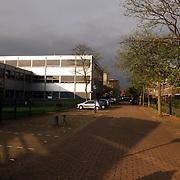 NLD/Huizen/20051109 - Donkere regenwolken boven het Erfgooierscollege Huizen
