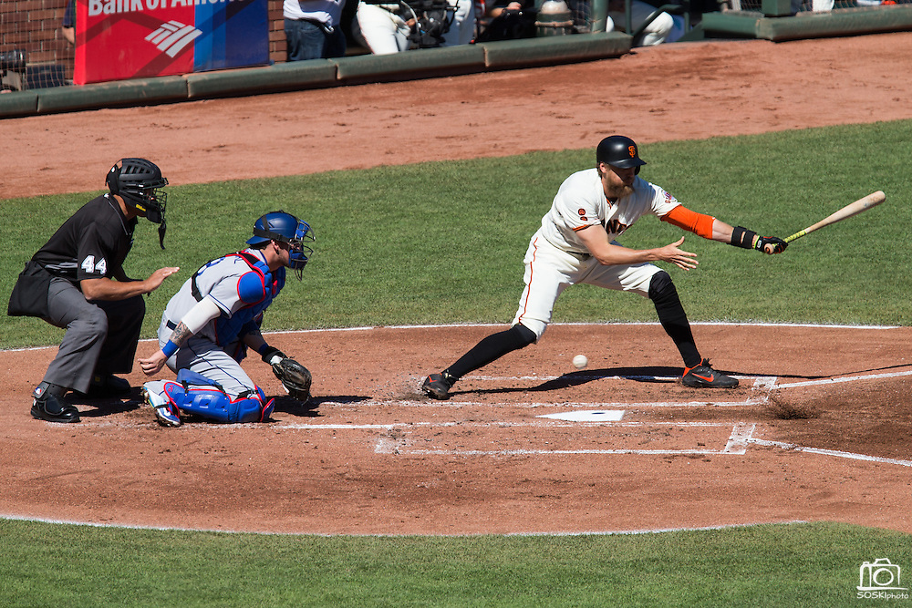 San Francisco Giants right fielder Hunter Pence (8) swings at a pitch against the Los Angeles Dodgers at AT&T Park in San Francisco, Calif., on October 1, 2016. (Stan Olszewski/Special to S.F. Examiner)
