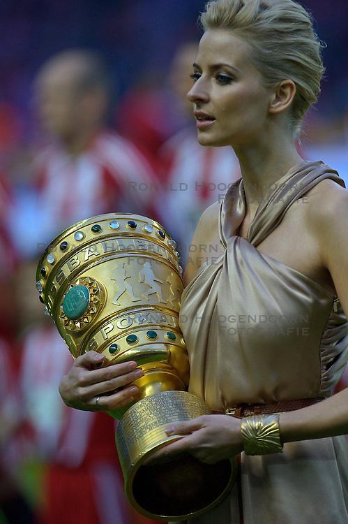 15-05-2010 VOETBAL: WERDER BREMEN - BAYERN MUNCHEN: BERLIN<br /> Munchen wint de DFB Polkal door Werder Bremen met 4-0 te verslaan / DFB Pokal komt het stadion binnen<br /> ©2010- FRH nph /  Kokenge