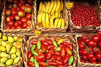 Italie - Toscane - Étales d'un marché - Tomates olives