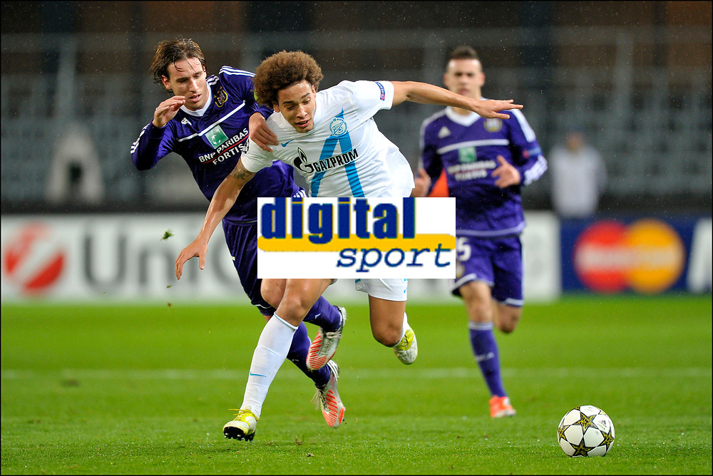 Fotball<br /> 06.11.2012<br /> Foto: PhotoNews/Digitalsport<br /> NORWAY ONLY<br /> <br /> BRUSSELS, BELGIUM - NOVEMBER 06: Lucas Biglia of RSC Anderlecht battles for the ball with Axel Witsel of FC Zenit St-Petersburg during the UEFA Champions League Group C match between RSC Anderlecht and FC Zenit St Petersburg at the Constant Vanden Stock Stadium on 06 november 2012 in Brussels, Belgium