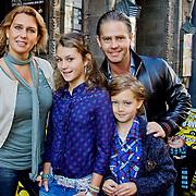 NLD/Amsterdam/20101003 - Premiere De Verschrikkelijke Ikke en de rest kan stikken, Danny de Munk en partner Jenny Sluyter en kinderen Bo en Davey