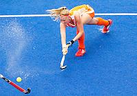 ARNHEM - Caia van Maasakker neemt de strafcorner, donderdag tijdens de oefenwedstrijd tussen de vrouwen van Nederland en Zuid Afrika. COPYRIGHT KOEN SUYK