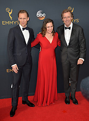 Tom Hiddleston, Olivia Coleman & Hugh Laurie bei der Verleihung der 68. Primetime Emmy Awards in Los Angeles / 180916<br /> <br /> *** 68th Primetime Emmy Awards in Los Angeles, California on September 18th, 2016***