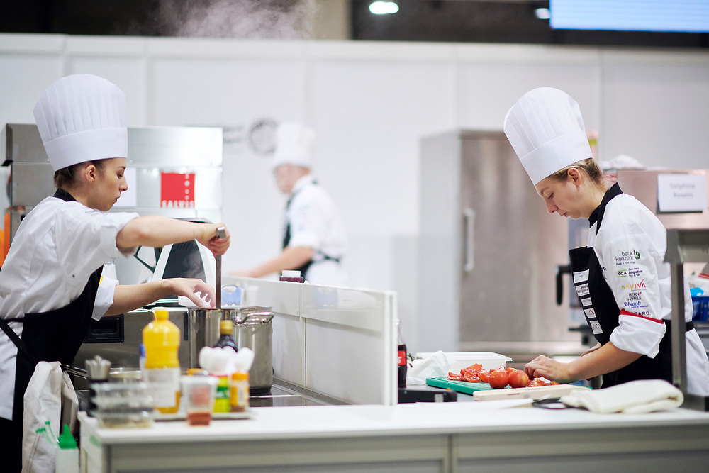 Koch/Köchin EFZ, Cuisinier CFC / Cuisinière CFC, Cuoco (AFC) / Cuoca (AFC), Hotel & Gastro formation Schweiz, Hotel & Gastro formation Suisse, Hotel & Gastro formation Svizzera. © Manu Friederich