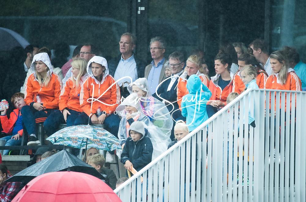SCHIEDAM - reserves  tijdens een oefenwedstrijd tussen  de dames van Nederland en Belgie , in aanloop naar het  EK Hockey, eind augustus in Amstelveen. COPYRIGHT KOEN SUYK
