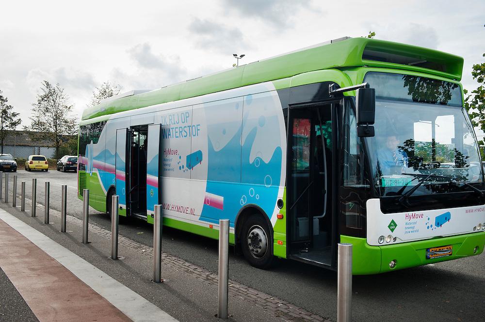 Nederland, Den Bosch, 6 okt  2011.Bus met brandstofcel, rijdt dus op waterstof...Foto (c): Michiel Wijnbergh