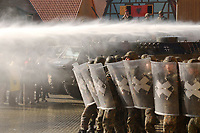 16 OCT 2001, BERLIN/GERMANY:<br /> Bundeswehrsoldaten waehrend der Ausbildung des KFOR-Einsatzverbandes, hier waehrend einem sehr realistischen Uebungsszenario einer gewalttaetigen Demonstration mit Wasserwerfereinsatz im Ort Bonnland, Infanterieschule des Heeres, Hammelburg<br /> IMAGE: 20011016-01-021<br /> KEYWORDS: Bundeswehr, Armee, Soldat, soldier, Demo, Demonstration