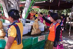 Washing Buddha's, Gubyaukgyi Temple (Myinkaba)