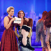 NLD/Hilversum/20141027 - Finale Holland Next Top Model 2014, Debbie Dhillon, Anouk Smulders