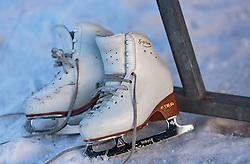 THEMENBILD - ein Paar Eiskunst-Schlittschuhe liegen auf dem Eis aufgenommen am 01. März 2018, Ort, Österreich // a pair of ice skates are on the ice on 2018/03/01, Saalfelden, Austria. EXPA Pictures © 2018, PhotoCredit: EXPA/ Stefanie Oberhauser