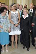 Koning Willem Alexander en Koningin Maxima bezoeken Stuttgart<br /> <br /> King Willem Alexander and Queen Maxima in Germany / Stuttgart.<br /> <br /> Op de foto / n the photo: <br />  Bezoek van Koningin Maxima aan de Universiteit Hohenheim waar de koningin o.a. een tentoonstelling bezoekt<br /> <br /> Visit of Queen Maxima at the University of Hohenheim where the Queen including an exhibition visit