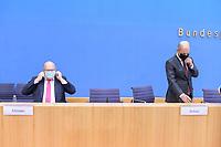 """29 OCT 2020, BERLIN/GERMANY:<br /> Peter Altmaier (L), CDU, Bundeswirtschaftsminister, und Olaf Scholz (R), SPD, Bundesfinanzminister, mit Masken nach einer Pressekonferenz zum Thema """"Neue Corona-Hilfen: Stark durch die Krise"""", Bundespressekonferenz<br /> IMAGE: 20201029-01-028<br /> KEYWORDS: Corvid-19, Unterstuetzung, Hilfe, Mund-Nase-Maske"""