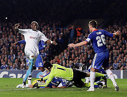 28.09.2010, Stamford Bridge, London, ENG, UEFA Champions League, Chelsea vs Olympique Marseille, im Bild Petr Cech of Chelsea  with help of defender Alex of Chelsea  denies a Marseille attactkconducted by OM's Stephane M'Bia  and OM's Lucho Gonzalez   during the Match Chelsea v Marseille, Group F, of  the UCL ( Uefa Champions League Group stages)  at Stamford Bridge in London. EXPA Pictures © 2010, PhotoCredit: EXPA/ IPS/ Marcello Pozzetti +++++ ATTENTION - OUT OF ENGLAND/UK +++++ / SPORTIDA PHOTO AGENCY