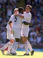 Frank Lampard (Chelsea) congratulates goalscorer,Geremi. Crystal Palace v Chelsea. Pre season friendly match. 2/8/2003. Credit : Colorsport/Andrew Colorsport