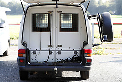 Neue Bedrohungslage: ‹bung der Bundespolizei mit der Hundestaffel und Hubschrauber Superpuma am Movie Park in Bottrop <br /> <br /> / 150916<br /> <br /> *** Federal German Police exercise in Bottrop, Germany; September 15th, 2016 ***