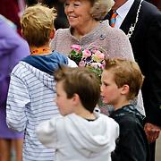 NLD/Middelburg/20100430 -  Koninginnedag 2010, Beatrix met een Wii