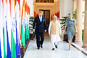 Zijne Majesteit Koning Willem-Alexander en Hare Majesteit Koningin Máxima brengen op uitnodiging van president Ram Nath Kovind een staatsbezoek aan de Republiek India.<br /> <br /> His Majesty King Willem-Alexander and Her Majesty Queen Máxima on a state visit to the Republic of India at the invitation of President Ram Nath Kovind.<br /> <br /> Op de foto / On the photo: Gesprek met minister-president Modi in Hyderabad House / Interview with Prime Minister Modi at Hyderabad House