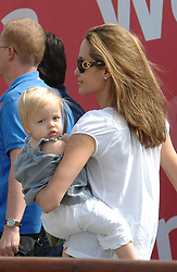 Brad Pitt, Angelina Jolie and the kids are seen boarding a boat as they leave Venice, Italy on September 3, 2007. Photo by ABACAPRESS.COM. ***Please hide children faces prior to the publication***  Jolie Angelina Pitt-Jolie Shiloh Jolie Pitt Shiloh Jolie-Pitt Shiloh Pitt Jolie Shiloh Pitt Shiloh Jolie Shiloh Jolie-Pitt Shiloh Nouvel Jolie Pitt Shiloh Nouvel Pitt-Jolie Shiloh Nouvel Pitt Jolie Shiloh Nouvel Pitt Shiloh Nouvel Jolie Shiloh Nouvel Festival du Film de Venise Venice Film Festival Mostra de Venise Mostra Festival de Venise Childs Children Kids Kid Enfants Enfant Child Fille Filles Daughter Paparazzi Pictures Planque Stake Out Italy Italien Italie Venice Venise Venedig  | 130652_25 Venise Venice Italie Italy