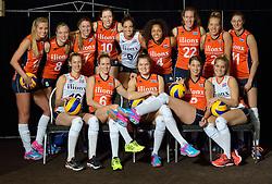 29-12-2015 NED: Nederlands Volleybalteam vrouwen, Arnhem<br /> Nederlands volleybalteam vrouwen op de foto met de nieuwe sponsorshirt Ilionx / Teamfoto