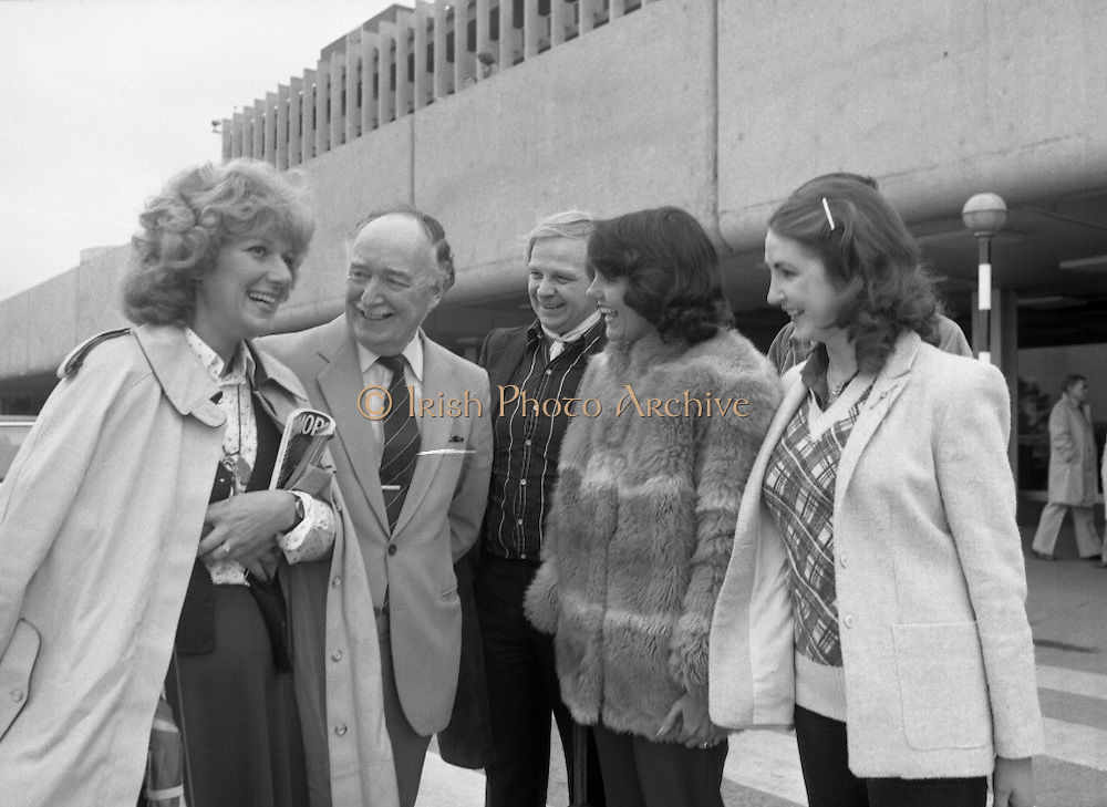 Wexford Opera Festival Stars Arrive.   (N44)..1980..05.10.1980..10.05.1980..5th October 1980..Today saw the arrival of some of opera's best singers arriving at Dublin Airport. The singers are en-route to Wexford for the annual Opera Festival..Among the noted opera singers to arrive in Dublin were, Magdelana Cononavici, Strasburg, Lesley Garrett, london, John Winfield, London and Christine Isley, United States. The artistes were met by Mr Justin Collins,Promotions Manager, Guinness and a member of the Wexford Festival Opera Council.