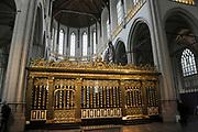 De Nieuwe Kerk is een kerkgebouw in Amsterdam. De kerk is gelegen aan de Dam, naast het Paleis op de Dam.De Nieuwe Kerk wordt, sinds soeverein-vorst Willem in 1814 in deze kerk de eed op de grondwet aflegde, ook gebruikt voor de inzegening van koninklijke huwelijken en voor inhuldigingen. De inhuldiging van Koningin Beatrix vond er plaats op 30 april 1980. Op dezelfde datum in 2013 zal de inhuldiging van haar zoon en opvolger Willem-Alexander ook daar plaatsvinden.<br /> <br /> The New Church is a church building in Amsterdam. The church is located on Dam Square, next to the Palace on the Dam.De New Church in this church in 1814, since sovereign-prince Willem laid aside the oath to the Constitution, also used for the blessing of royal weddings and inaugurations. The inauguration of Queen Beatrix took place on April 30, 1980. On the same date in 2013, the inauguration of her son and heir Willem-Alexander will also take place there.<br /> <br /> Op de foto / On the photo:  Koorhek / Choir gate
