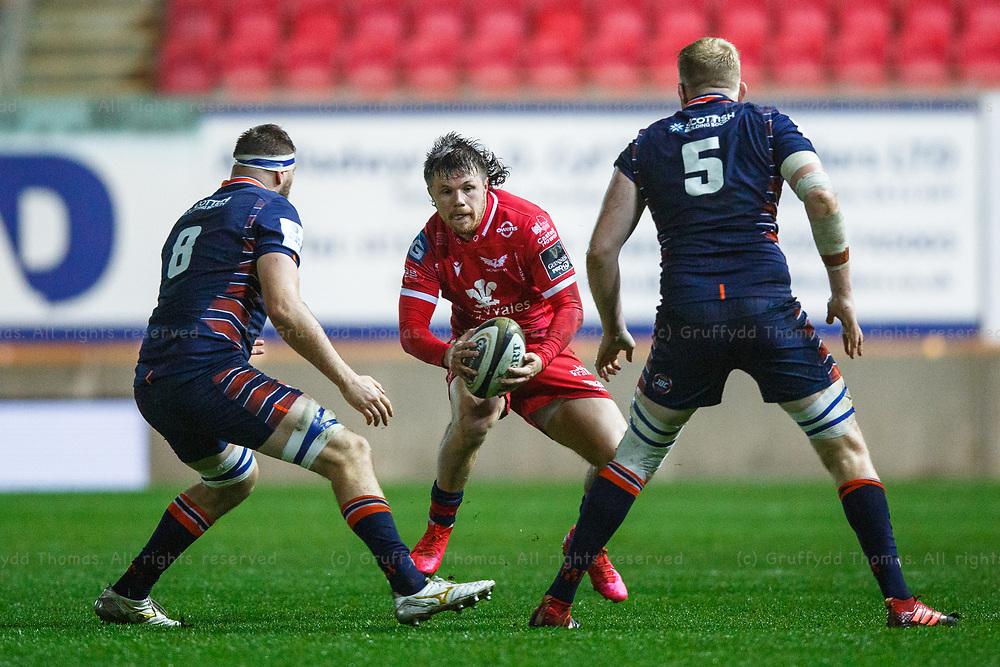 Llanelli, UK. 1 November, 2020.<br /> Scarlets winger Steff Evans in action in the Scarlets v Edinburgh PRO14 Rugby Match.<br /> Credit: Gruffydd Thomas/Alamy Live News