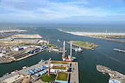 Nederland, Noord-Holland, Gemeente Velsen, 09-04-2014; ingang Noordzeekanaal (monding) met havenhoofden en strekdammen (havendam) gezien naar open zee. Fort IJmuiden of Forteiland (onderdeel van de Stelling van Amsterdam).<br /> Entrance Northsea channel with IJmuiden Fortress.<br /> luchtfoto (toeslag op standard tarieven);<br /> aerial photo (additional fee required);<br /> copyright foto/photo Siebe Swart