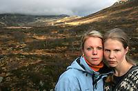 Portrett av jenter på fjelltur i Setesdalen, portrait of girls hiking in the mountain in Setesdalen
