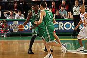 DESCRIZIONE : Treviso Lega A1 2006-07 Benetton Treviso Armani Jeans Milano<br /> GIOCATORE : Goree Passaggio a una Mano Hand Off<br /> SQUADRA : Benetton Treviso<br /> EVENTO : Campionato Lega A1 2006-2007 <br /> GARA : Benetton Treviso Armani Jeans Milano<br /> DATA : 15/04/2007 <br /> CATEGORIA : Passaggio<br /> SPORT : Pallacanestro <br /> AUTORE : Agenzia Ciamillo-Castoria/M.Marchi