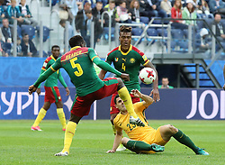 2017?6?23?.   ????????——?????????????????.    6?22??????????????????????????????????????.    ??????????????2017????????B???????????1?1?????????.    ?????????..(SP)RUSSIA-ST. PETERSBURG-2017 FIFA CONFEDERATIONS CUP-CMR VS AUS..(170623) -- ST. PETERSBURG, June 23, 2017  Michael Ngadeu-Ngadjui (L, front) of Cameroon vies with Tommy Rogic (R, front) of Australia during the group B match between Cameroon and Australia of the 2017 FIFA Confederations Cup in St. Petersburg, Russia, on June 22, 2017. The match ended with a 1-1 tie.  7 9854294892 (Credit Image: © Xu Zijian/Xinhua via ZUMA Wire)