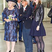 NLD/Tilburg/20170916 - Beatrix bij opening jubileum expositie 25 jaar museum De Pont, Jos de Pont en prinses Beatrix