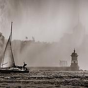 Sailboat passing the jet d'eau