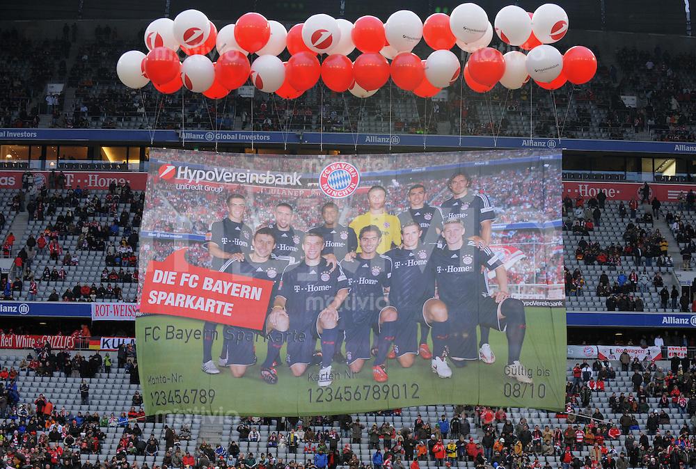 Fussball   1.Bundesliga 2008/2009  08.02.2009    19. Spieltag FC Bayern Muenchen  -  BVB Borussia Dortmund Teambild des FC Bayern  haengt als Werbung der Hypo Vereinsbank im Stadion