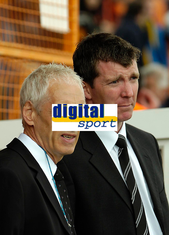 Photo: Ed Godden.<br />Barnet v Stockport County. Coca Cola League 2. 29/04/2006. Barnet Manager Paul Fairclough and Stockport Manager Jim Gannon (R) have a chat before the game.