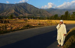 September 28, 2018 - Non-local workers harvest rice by cutting the rice stalks at paddy fields in the outskirts of Srinagar, in Indian Administered Kashmir on 28 September 2018. Rice is the staple food in the Kashmir valley and is still the principal crop cultivated in the area although more frequent droughts and scarcer rainfall together with limited irrigation infrastructures have reduced this year rice yield. The autumn season marks the paddy harvesting period in Kashmir where rice cultivation is also an integral component of the cultural heritage of the state (Credit Image: © Muzamil Mattoo/IMAGESLIVE via ZUMA Wire)
