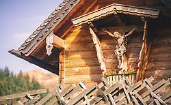 THEMENBILD - ein Kruzifix aus Holz an einer Waldkapelle, aufgenommen am 13. Oktober 2019 in Saalbach Hinterglemm, Oesterreich // a wooden crucifix on a forest chapel, in Saalbach Hinterglemm in Austria on 2019/10/13. EXPA Pictures © 2019, PhotoCredit: EXPA/Stefanie Oberhauser