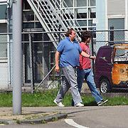 NLD/Amsterdam/20070727 - Rick en Bob Brandsteder halen op het politieburo hun schade auto van hun moeder op na een ongeluk
