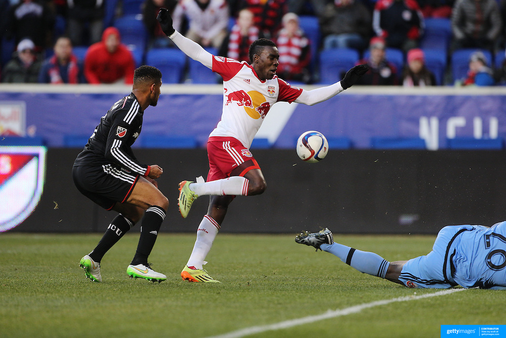 Lloyd Sam, New York Red Bulls, has a shot saved by goalkeeper Bill Hamid, D.C. United, during the New York Red Bulls Vs D.C. United, Major League Soccer regular season opening match at Red Bull Arena, Harrison, New Jersey. USA. 22nd March 2015. Photo Tim Clayton