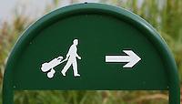 Nieuwerkerk aan de IJssel - Openbare golfbaan Hitland. Wegzijzer, route, lopen. Foto KOEN SUYK