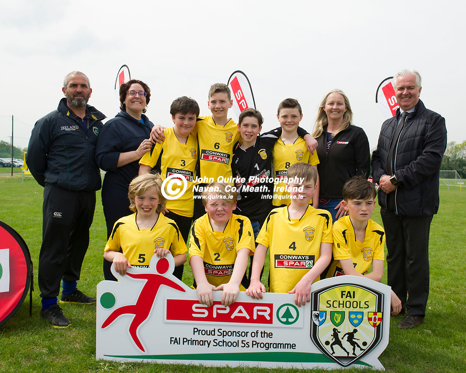 16-05-19. SPAR & FAI Primary School 5's North Leinster Provincial Finals at the MDL Grounds, Navan.<br /> St. Andrew's N.S. Curraha team pictured with from left David Mitchell, Niamh Ronan, Aoife Egan, Spar, Ratoath (Team Sponsor) and Tony St. Leger, BWG Foods Ltd.<br /> Photo: John Quirke / www.quirke.ie<br /> ©John Quirke Photography, Unit 17, Blackcastle Shopping Cte. Navan. Co. Meath. 046-9079044 / 087-2579454.